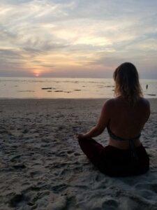 Rust in je hoofd; beheers je gedachten. Monkeymind. Meditatie, effecten mediteren. Monkeymind kalmeren met meditatie. Rusteloos brein, Yoga-Leeuwarden_Yoga-met-Joska_Mediteren