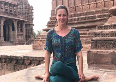 YogaLeeuwarden_YogametJoska_Jodpur_India_CowFace_Gomukhasana
