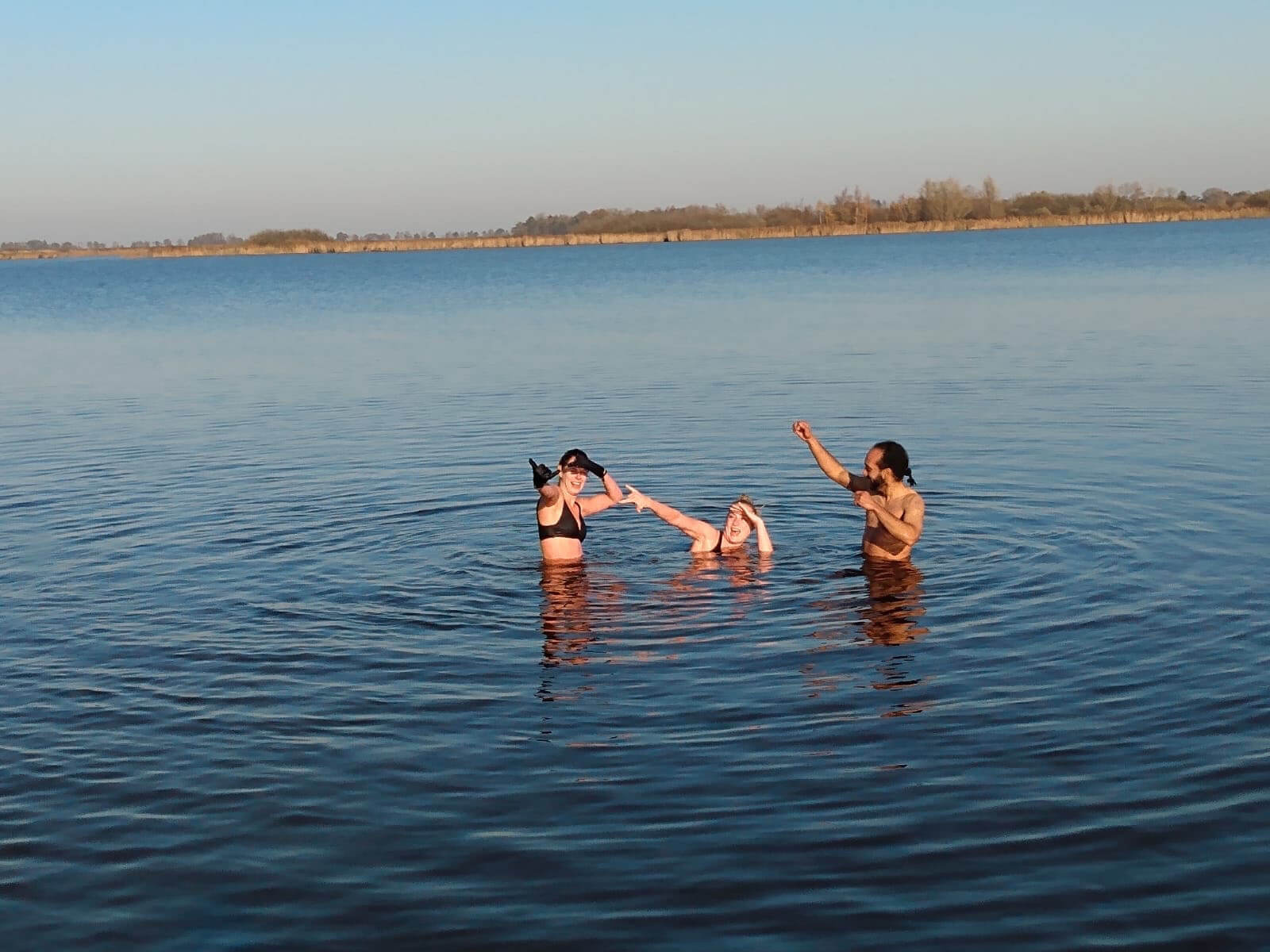 YogaLeeuwarden_Buiten-Zwemmen-Leeuwarden_koude-training_koude-challenge_YogaMetJoska_Privé-yoga_1op1yoga_workshop-wim-hof-leeuwarden